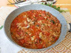 Il sugo allo sgombro fresco è ottimo e adatto per condire un buon piatto di pasta come tagliolini, spaghetti o linguine. Anche nelle lasagne è perfetto.