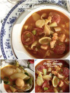 Sopa de Macarrão com batatinha, é uma sopa fácil de fazer.  Leva  caldo de frango, que a gente prepara na hora, durante o cozimento,  fatias de linguiça calabresa defumada,  tenros  cubinhos de batatinha, grão de bico com macarrão de sua preferência e cebolinha fresca.  Muito  gostosa.  A receita é uma versão prática das sopas espanholas,  inspirada  na sopa de grão de bico da minha abuelita, que sem exageros,  faz as melhores sopas que eu já tomei na vida!