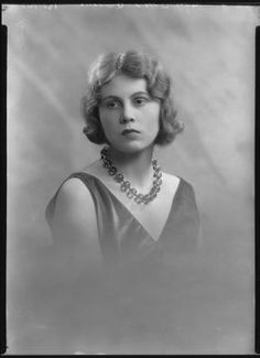 Penelope Chetwode, wife of John Betjeman: she loved Kulu and died on a trek. Em & I were 'trekking' behind her and her ashes were scattered in the Beas British Poets, English Poets, Field Marshal, Famous Poets, British Army, I Love Books, Picture Video, Love Her, The Incredibles