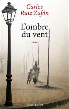 L'ombre du vent - Carlos Ruiz Zafon - Roman Cela reste de très loin mon roman préféré ( et encore mieux en version originale)