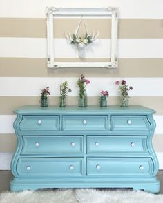 Annie Sloan chalk paint in Provence with a bit of old white mixed. Uniqueantweaks