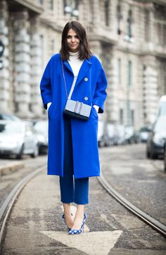 Paris Street Style Winter 2013 blue and white Fashion Mode, Blue Fashion, Womens Fashion, Street Fashion, Fashion Shoes, Girl Fashion, Fashion Accessories, Look Street Style, Street Chic