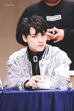 Vernon 버논 || Choi Hansol 최한솔 || Seventeen || 1998 || 176cm || Main Rapper