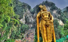 Cinco cosas gratis que hacer en Kuala Lampur (Malasia) Kuala Lumpur, Malaysia Tour, Singapore Malaysia, Malaysia Travel, Statues, Batu Caves, Lord Murugan, Hindu Temple, Pilgrimage