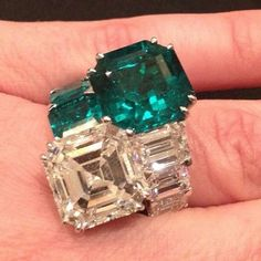 Emerald & Diamond Ring #bjc #bjcalaali #emerald #diamond #ring #jewellery #gold #italian #bahrain #ksa