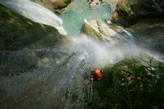 Going down in a 35 mts waterfall