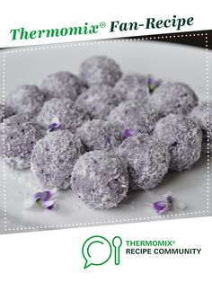 Recipe LCHF Blueberry Cheesecake Bliss Balls by Thermo Foodie and the Chef, learn to make this recipe easily in your kitchen machine and discover other Thermomix recipes in Desserts & sweets. Clean Recipes, Cooking Recipes, Lchf, Keto, Sweets Recipes, Desserts, Bliss Balls, Blueberry Cheesecake, Recipe Community