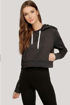 Cute and effortless style to be worn with high waisted leggings or jeans! Cropped Hoodie, Black Hoodie, Sporty Chic Style, Patterned Leggings, French Terry, Street Style Women, Everyday Fashion, Active Wear, Hoodies