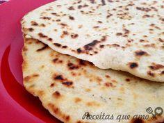 Acordei de manhã com fome e não tinha pão. Daí lembrei desta receita de pão de frigideira da Rita Lobo e corri pra cozinha. A Piadina, ou pão de frigideira