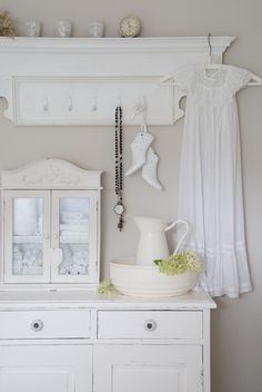 Enthusiastic boosted shabby chic interior designs click this over here now Shabby Chic Mode, Shabby Chic Style, Shabby Chic Decor, Beach Cottage Style, Beach Cottage Decor, Cottage Chic, Shabby Vintage, White Cottage, White Rooms