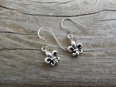Fleur de lis earrings in sterling silver 925 by Billyrebs on Etsy, $16.00