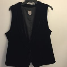 Velvet J Jill vest EUC. Single button. Silk rayon blend. Perfect layering piece for winter/fall. Bundle for extra savings J. Jill Tops