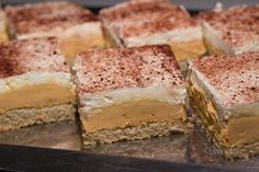 Cheese cake tiramisu graham crackers 55 New Ideas Cheese Snacks, Cheese Appetizers, Cheese Recipes, Sweet Desserts, Sweet Recipes, Cheese Sauce For Vegetables, Banana Bread Cake, Eastern European Recipes, Cake Factory