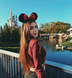 le ha gustado tu foto ha comenzado a seguirte ha comenzado a seguirte Todo comenzó por un me gusta Terminaran juntos? Acompañame a vivir esta aventura Viaje A Disney World, Disney World Trip, Disney Trips, Cute Disney Pictures, Vacation Pictures, Disney Dream, Disney Poses, Disneyland Photos, Disney College