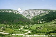 Turda gorges Transylvania Romania, How Beautiful, Beautiful Landscapes, Westerns, Golf Courses, Scenery, Mountains, Travel, Photos