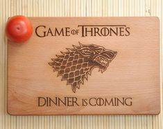 Game of Thrones Dinner is comingPersonalized Cutting Board Cutting Board Birthday Gift Anniversary Gift House Stark Gift idea Game Of Thrones, Custom Woodworking, Woodworking Projects Plans, Dinner Is Coming, Nerd Decor, Gravure Laser, Diy Cutting Board, Dinner Themes, Personalized Cutting Board