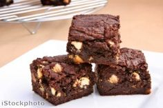 How To Make Brownies Without An Oven. Chocolate brownies are undoubtedly one of the richest but simplest desserts that you can make at home. Paleo Brownies, Brownie Sem Gluten, Chocolate Sin Gluten, Pumpkin Brownies, Dark Chocolate Brownies, Chocolate Treats, White Chocolate, Chocolate Pudding, Chocolate Chips