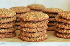 TESTED & PERFECTED RECIPE – These oatmeal cookies are crispy on the outside, chewy on the inside and taste just like banana… Banana Oatmeal Cookies, Oatmeal Cookie Recipes, Instant Oatmeal Cookies, Instant Oatmeal Recipes, Banana Oats, Galette, Calories, Cookies Et Biscuits, Holiday Cookies