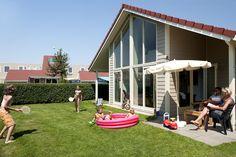 Geniet van je mooie accomodatie met tuin. Vinden je kinderen het zwemmen niet leuk meer? Ga dan naar de binnenspeeltuin. Voor de echte kleintjes zijn daar zelfs mega lego stenen !