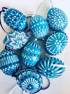 Easter Egg Crafts, Easter Decor, Easter Ideas, Cute Easter Bunny, Ukrainian Easter Eggs, Holiday Crafts, Holiday Decor, Egg Decorating, Easter Party