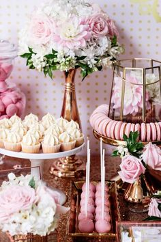 Trendy Cupcakes Decoration Pink And Gold Party Ideas Ideas Rosa Desserts, Pink Desserts, Baby Shower Cupcakes, Shower Cakes, Fun Cupcakes, Shower Favors, Boda Vintage Ideas, Pink Dessert Tables, Bridal Shower Centerpieces