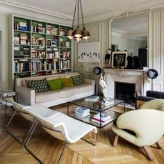 Французский интерьерный журнал MiLK делится секретами гармонии гранж-шика в парижских апартаментах #дизайнинтерьера #стиль #париж #мебель #гостиная #люстра #современныйдизайн #смешениестилей #кристалдеко #christaldeco #contemporary #style #interior #parisian #charm #classic #hightech #furniture by christal_deco