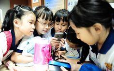 Los estudiantes de bajos ingresos mejoran un 30% en los exámenes al usar teléfonos inteligentes.