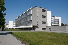 The Bauhaus Building by Walter Gropius (1925-26) : School Building : Stiftung Bauhaus Dessau / Bauhaus Dessau Foundation