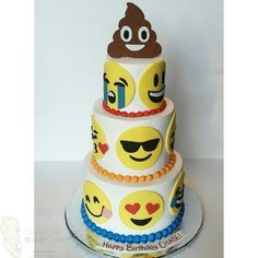I ❤️❤️❤️❤️❤️ this one  Emoji cake