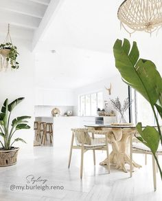 🌟Tante S!fr@ loves this📌🌟Featured in the boho beach house of Australian Interior Designer Alicia from We can't get enough of her beautiful white beach house interiors 🌴✨ . Boho Kitchen, White Coastal Kitchen, Kitchen Dining, Kitchen Island, Style Deco, Rattan Furniture, House Furniture, Furniture Outlet, Furniture Stores