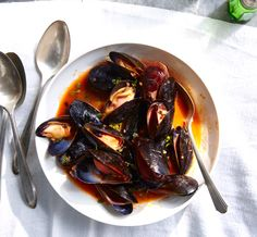 Mussels with White Wine & lemon aioli   simple aioli - AMAZING TASTE!!! I want to put it on everything