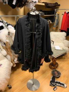 Cape noire avec motifs de papillon et fourrure de renard  900$ Capes, Black Cape, Motifs, Fox, Bomber Jacket, Butterfly, Jackets, Fashion, Fox Fur