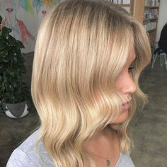 #Balayage refresh on the ends to lift and brighten and a soft #rootshadow to blend previous #highlights  Colour by @kerriebolton  Cut by @danae_edwardsandco. #edwardsandco #edwardsandcoalexandria