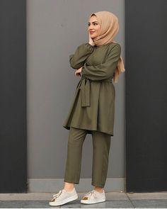 Hijab Fashion Summer, Modest Fashion Hijab, Modern Hijab Fashion, Hijab Casual, Pakistani Dresses Casual, Hijab Fashion Inspiration, Muslim Fashion, Mode Inspiration, Fashion Outfits