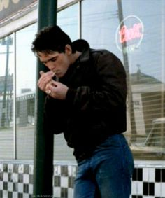 the outsiders | Tumblr Matt Dillon The Outsiders, Ralph Macchio The Outsiders, Young Matt Dillon, The Outsiders Cast, Dallas Winston, The Rainmaker, Office Movie, Steve Harrington, Hot Actors
