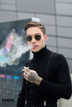 Daniel Snoeks smoking a cig Men Street, Street Wear, Mode Hip Hop, Business Dress, Mode Man, Style Masculin, Inspiration Mode, Mens Fashion, Fashion Outfits