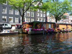 Jolie peniche Canaux d'Amsterdam