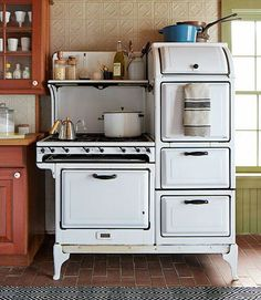 Vintage stove back then you were something if your kitchen had one like this