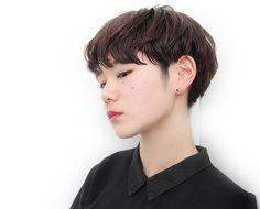 髪型 ヘアスタイル Asian Short Hair, Medium Short Hair, Very Short Hair, Short Hair Cuts For Women, Medium Hair Styles, Asian Haircut, Shot Hair Styles, Hair Arrange, Cut Her Hair