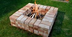 Backyard fire pits are a great addition to your home. You can DIY a . 15 Stone Fire Pits to Spark Ideas for Your Outdoor Space from gardenideas. Outside Fire Pits, Cool Fire Pits, Diy Fire Pit, Garden Fire Pit, Fire Pit Backyard, Fire Pit And Barbecue, Design Patio, How To Build A Fire Pit, Fire Pit Landscaping