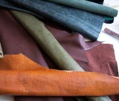 Skóry na głęboką torbę-worek. http://www.bardzostudio.com/duze/42-gleboka-torba-worek Zimna zieleń lekko marmurkowej barwy/ brąz czekoladowy perforowany/ zieleń oliwkowa/ pomarańczowo-koniakowa skóra w fakturę gada. #laather #leather_bag #orange #grey #green #forest_green #brown_leather