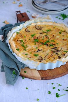 Savory pie with chicken and Boursin - Good food with Linda Healthy Recepies, Quick Healthy Meals, Dutch Recipes, Meat Recipes, Amish Recipes, Easy Snacks, Happy Foods, High Tea, Love Food