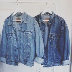 The classic denim jacket, a wardrobe essential Street Style Outfits, Mode Outfits, Jeans Tumblr, Mode Style, Style Me, Mode Collage, Mode Punk, Estilo Denim, Mode Jeans