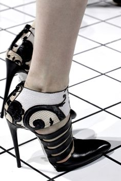 Balenciaga Fall 2011 Ready-to-Wear - Details - Gallery - Style.com