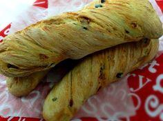 Ciabatta je výborná ještě vlažná namáčená do olivového oleje. Home Recipes, Bread Recipes, Healthy Recipes, Party Buffet, Ciabatta, Croissants, Pizza Dough, Food And Drink, Lunch