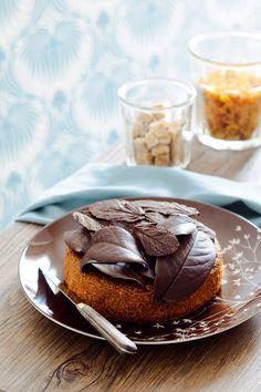 Hazelnut cake and chocolate leaves No Cook Desserts, Delicious Desserts, Hazelnut Cake, Cook Up A Storm, Bakery Cakes, Fall Baking, Sweet Cakes, Mini Cakes, Cheesecake Recipes