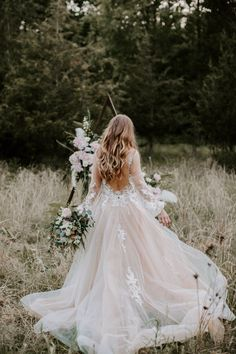Ahh, cozy up for this Fall woodland wedding editoria… Pink wedding dresses forever! Ahh, cozy for this fall forest wedding wedding Editoria … – # cozy Pink Wedding Gowns, Dream Wedding Dresses, Bridal Gowns, Green Wedding, Wedding Hair, Summer Wedding, Wedding Bride, Wedding Colors, Wedding Flowers