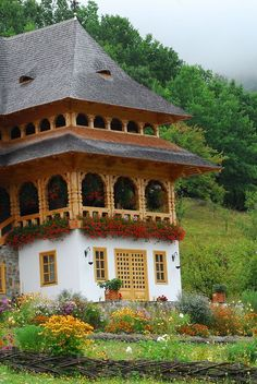 Check out the roof on this quaint Romanian house- clearly old, but it works like a charm. I see plenty of houses without effective roofs in America. Places Around The World, Oh The Places You'll Go, Places To Visit, Around The Worlds, Beautiful Buildings, Beautiful Homes, Beautiful Places, Bulgaria, Visit Romania