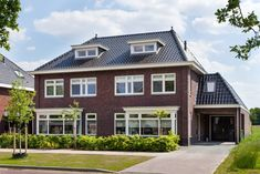 Meer informatie vrijstaande of 2 onder 1 kap woning Southern Plantations, Plantation Homes, Concrete Design, Modern Kitchen Design, Metal Roof, Future House, Planer, Stepping Stones, Life Is Good