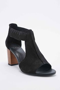 These are BEAUTIFUL!!!!   Vagabond Scarlett T-Bar Heels in Black - Urban Outfitters